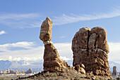 Balanced Rock. Arches National Park. Utah. USA