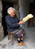 Olivia Moradillo Fernandez during the hand spinning. Sotres (Concejo de Cabrales). Picos de Europa. Asturias, Spain.