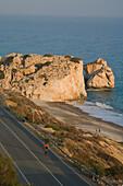 Thomas Wegmüller beim Fahrradfahren bei Petra tou Romiou, Aphrodites Geburtsort, Zypern