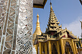 Detail eines Tempels in der Anlage der Shwedagon Pagode in Yangon, Rangun, Myanmar, Burma