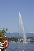 Jet d'Eau, one of the largest fountains in the world, Lake Geneva, Geneva, Canton of Geneva, Switzerland