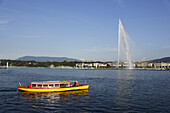 Waterbus and Jet d'Eau (one of the largest fountains in the world), Lake Geneva, Geneva, Canton of Geneva, Switzerland