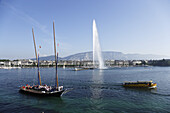 Traditionell Cargo sailer and Jet d'Eau (one of the largest fountains in the world), Lake Geneva, Geneva, Canton of Geneva, Switzerland