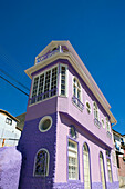 Brightly coloured house Cerro alegre. Valparaiso. Chile.