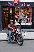 Mann fährt Motorrad, Greenwich Village, Manhattan, New York City, New York, USA