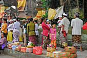 Pilgrims at a temple festival, Pura Samuan Tiga, Bali, Indonesia, Asia