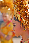 Girl wearing a balinese costume, Klunkung, Bali, Indonesia, Asia