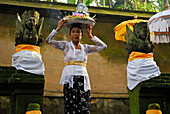 Mature woman bringing oblation to the shrine of Amandari Hotel, Yeh Agung, Bali, Indonesia, Asia