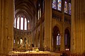 Inside Notre Dame Cathedral in Chartres, Chartres Cathedral, Nave, The Way of Saint James, Chemins de Saint-Jacques, Via Turonensis, Chartres, Dept. Eure-et-Loir, Région Centre, France, Europe