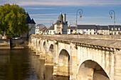 Henri IV bridge over the River Vienne, The Way of St. James, Chemins de Saint-Jacques, Via Turonensis, Chatellerault, Dept. Indre-et-Loire, Région Poitou-Charentes, France, Europe