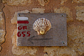 Sign for pilgrims, The Way of St. James, Chemins de Saint Jacques, Via Turonensis, Fenioux, Dept. Charente-Maritime, Région Poitou-Charentes, France, Europe