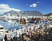 Victoria and Albert Waterfront with Table Mountain in the background, Cape Town, South Africa, Africa