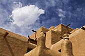 Amerika, Architektur, Aufbau, Farbe, Gebäude, Himmel, Lehmstein, Lehmziegel, Mauer, New mexico, Santa Fe, Südwesten, USA, Vereinigte Staaten, Wand, Wolke, S19-656839, agefotostock