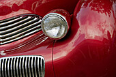 America, Antique, Auto, Automobile, Car, Chrome, Classic, Color, Colour, Curves, Grill, Head, Light, Old, Red, Reflection, Show, Usa, S19-656841, agefotostock