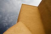 Alt, Amerika, Anbetung, Asis, Auszug, Dom, Farbe, Franciso, Kathedrale, Kathedralen, Kirche, Lehmstein, Lehmziegel, New mexico, San, Sturm, Südwesten, Taos, USA, Vereinigte Staaten, Wolke, S19-656862, agefotostock