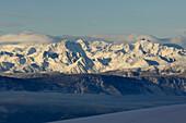 Berglandschaft bei Sonnenaufgang, Morgennebel, Ortlergruppe, Südtirol, Italien
