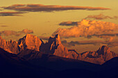 Berglandschaft bei Sonnenuntergang, Palagruppe, Dolomiten, Provinz Trient, Südtirol, Italien