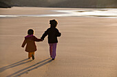 Back view, Beach, Beaches, Child, Childhood, Children, Color, Colour, Contemporary, Evening, Exterior, Families, Family, Female, Full-body, Full-length, Girl, Girls, Hand holding, Hand in hand, Hand-holding, Hold hands, Holding hands, Human, Infantile, Ki
