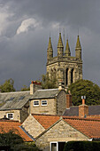 Helmsley, All Saints Church, Town center, typical buildings, North Yorkshire, UK
