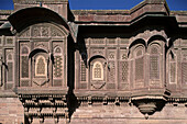 India, Rajasthan, Jodhpur, Mehrangarh fortress, Carved windows and arches in stonework