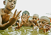 10 to 15 years, 10-15 years, Bathing, Boys, Counting, Fingers, Ganga, Ganges River, India, Naked, Religious, River, Varanasi, Water, F17-704602, agefotostock