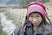 Nepal. Arun valley, East Nepal. Porter, the road rider of the Himalaya. Sherpa or Bhote ethnic group.