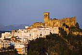 Castle and St Marys church, Arcos de la Frontera. Pueblos Blancos (white towns), Cadiz province, Andalucia, Spain
