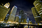 America, Architecture, Building, Buildings, Chicago, cities, city, Cityscape, Cityscapes, Color, Colour, exterior, Illinois, Midwest USA, Night, Nighttime, North America, outdoor, outdoors, outside, Sky scraper, Sky scrapers, Skyscraper, Skyscrapers, Trav