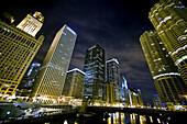 Amerika, Architektur, Aussen, Chicago, Draussen, Farbe, Gebäude, Großtadtlandschaft, Großtadtlandschaften, Illinois, Länder, Midwest USA, Mittelwesten USA, Nacht, Nordamerika, Plätze der Welt, Reisen, Stadt, Stadtansicht, Städte, USA, Vereinigte Staaten,