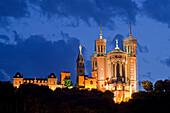 Notre Dame de Fourviere , Daemmerung,Lyon, Region Rhone Alps, Frankreich