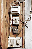 Aged, Antiquated, Cable, Cables, Close up, Close-up, Closeup, Color, Colour, Cord, Cords, detail, details, Different, Electric power, Electricity, Energy, Frame, Frames, Obsolete, Old, Old fashioned, Old-fashioned, Power, Switch, Switches, Wall, Walls, D5