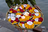 Flower sellers (flowers are used for Puja, hindu devotional worship), Varanasi, India