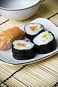 Close up, Close-up, Closeup, Color, Colour, Cuisine, Dish, Dishes, Food, Foodstuff, Gastronomy, indoor, indoors, interior, Japanese food, Nourishment, Ready, Still life, Sushi, U18-733533, agefotostock