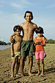 Emerson Castro and children. Fisher families, living near Santarém, in Jeri canal, tributary of Amazonas river. Brazil.
