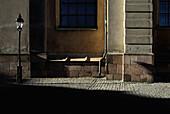 Aussen, Draussen, Ecke, Ecken, Europa, Farbe, Laterne, Laternen, Lichter, Menschenleer, Niemand, Schatten, Schweden, Stadt, Städte, Stockholm, Straße, Straßen, Straßenlaterne, Straßenlaternen, Strassenlicht, Tageszeit, V07-702648, agefotostock