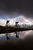 Two people on a mountain bike tour in Wipptal, near Matrei am Brenner, Brenner, Tyrol, Austria