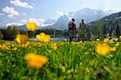 Couple hiking at Lautersee, Mittenwald, View towards Karwendel Mountain Range, Upper Bavaria, Bavaria, Germany, Europe