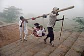 JAIN CHILDREN ON THE WAY TO MOUNT SHETRUNJAYA, PALITANA, GUJARAT, INDIA