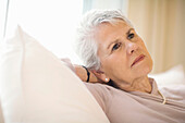 Absorbed, Adult, Adults, At home, Caucasian, Caucasians, Color, Colour, Contemporary, Couch, Couches, Daytime, Female, Gray-haired, Grey hair, Grey haired, Grey hairs, Grey-haired, Head & shoulders, Head and shoulders, Home, human, indoor, indoors, interi