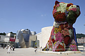 Puppy sculpture by Jeff Koons in front of the Guggenheim Museum by F.O. Gehry, Bilbao. Biscay, Basque Country, Spain