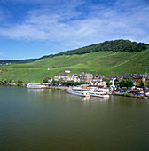 View of Town on R. Mosel (south Bank), Bernkastel-kues (Mosel Valley), Rhineland-palatinate, Germany