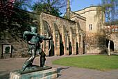 Castle & Robin Hood Statue, Nottingham, Nottinghamshire, UK, England