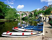 SCENE ON RIVER NIDD, SUMMER, KNARESBOROUGH, Yorkshire, UK, England