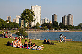 English bay, Westend, young people relaxing, Promenade, Vancouver City, Canada, North America