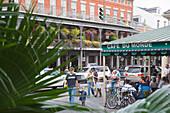 Cafe du Monde, Decatur street, French Quarter, New Orleans, Louisiana, USA