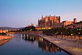 Cathedral La Seu at Palma and Parc de la Mar at dawn, Mallorca, Balearic Islands, Mediterranean Sea, Spain, Europe