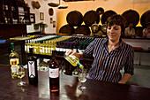 Wein Probierstube, Bodega La Geria, La Geria, Lanzarote, Kanarische Inseln, Spanien, Europa