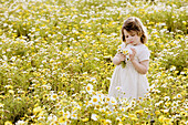 Bouquet, Bouquets, Caucasian, Caucasians, Child, childhood, Children, Color, Colour, Contemporary, Country, Countryside, Daytime, exterior, Female, Flower, Flowers, Girl, Girls, Grass, Grasses, Grassland, Grasslands, Hold, Holding, human, infancy, Infant,