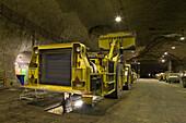 Wartung von Abbaumaschinen unter Tage, Salzbergwerk Sigmundshall bei Bokeloh, Wartungs- und Reparaturhalle