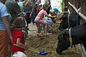 Milk fair at Hemme Hof, kids, educational, dairy farm, in Sprockdorf in the Wedemark, Lower Saxony, northern Germany